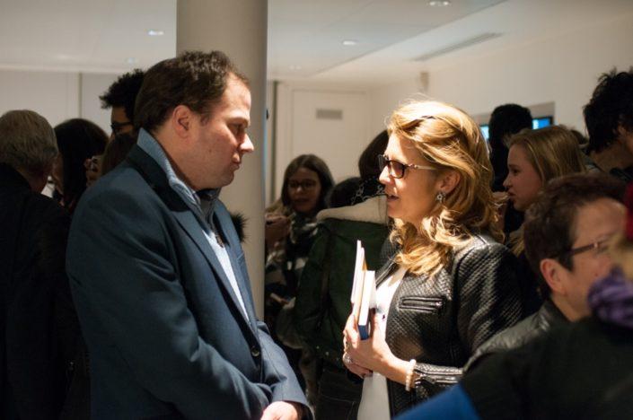 Madame Isabelle Estrade-François, Maire-Adjoint, s'entretient avec Matthias Vincenot