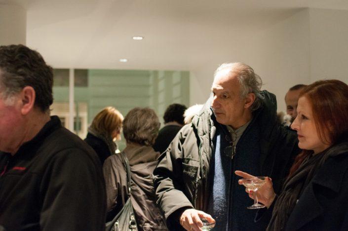 Echanges amicaux au cours du cocktail offert à l'issue du lancement du concours.
