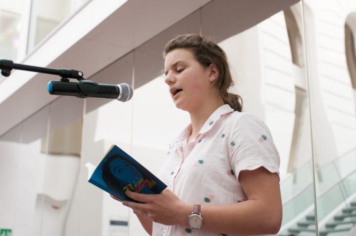 Fanny Guillot Salomon, jurée 2017, lit son poème primé en 2016