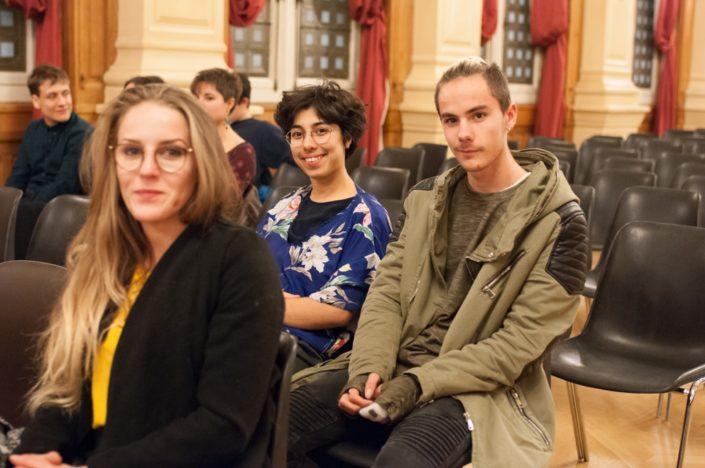 les sélectionnés Sarah Baraka Université Lille 3 et Romain Delait CNDB Virton (Belgique) assis derrière Marion Hanat UTEC Provins (77)