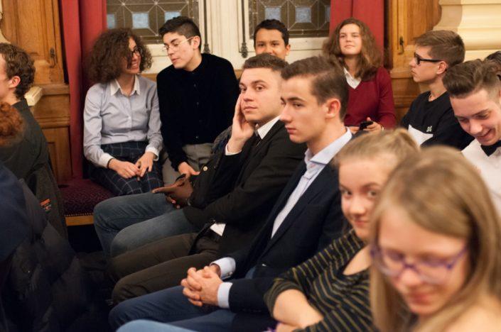 sur la banquette, Raïssa Bouri, Ignacio Guzman, Valentin Kanganagedara, Fanny Guillot-Salomon face à Florian Delestré et Jacques de Certaines