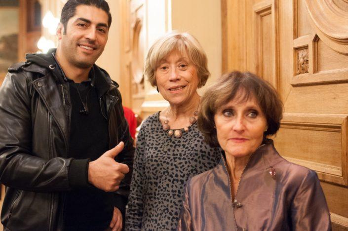 Un spectateur enthousiaste et Elisabeth Jouhaud, Secrétaire générale adjointe et Rose Séguignes, Secrétaire générale