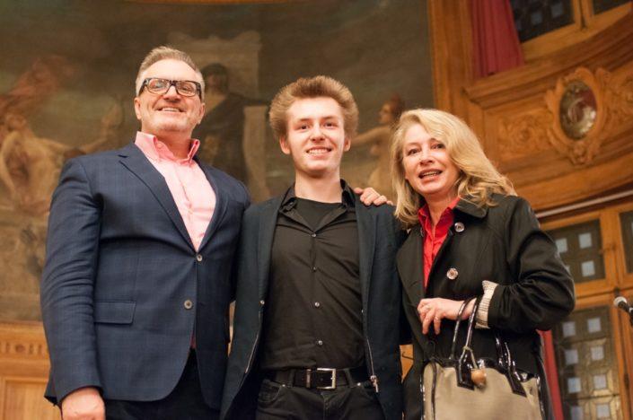 Alexandre Coste du Lycée français Alexande Dumas de Moscou avecses parents
