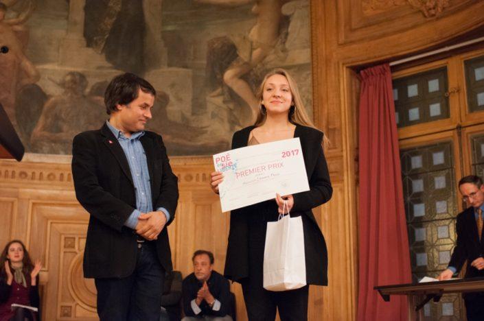 Binod Khakurel, Président de l'Association France-Népal et Linnaea Davis, 1er prix, Collège de Montréal à Montréal (Canada)
