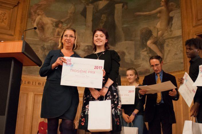 Florence Roudot, Directrice de Secteur, Banque Populaire Rives de Paris et Léa Furic, 3ème prix, Institution Notre-Dame à Pamiers (09)