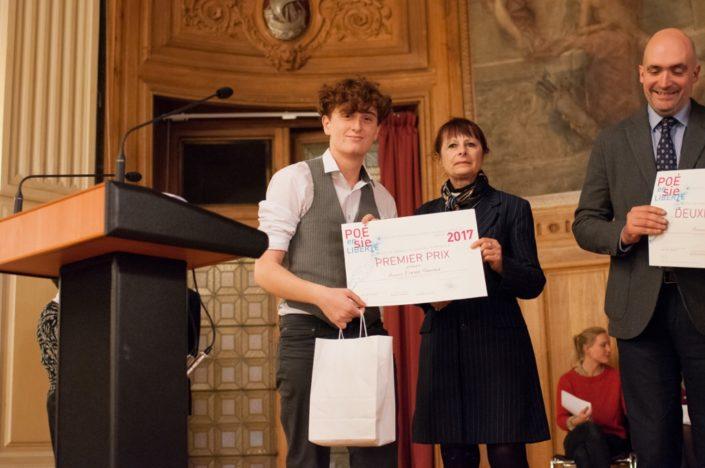 Erwan Simonot, 1er prix, Lycée Saint-Vincent à Senlis (60) et Joëlle Billon-Galliot, chargée d'études au Ministère de l'Education nationale