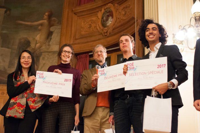 Eliane Kan, Directrice de TCA et Amandine Gérard 3ème prix, ENSAPLV Paris (75) ; Erick Haehnsen, Rédacteur en chef d'INNOV 24 et Martin Boillat, 2ème prix, ENIM de Metz (57) ; Nicolas Robert, sélection spéciale, Université Paris-Sorbonne.