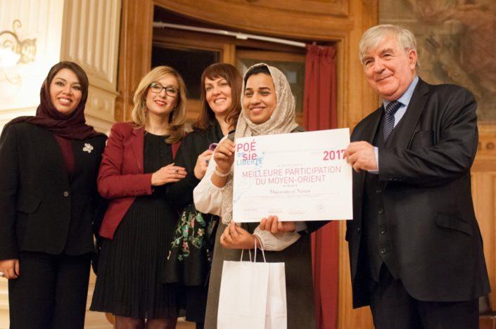 Madame Duaa Al Aamri, Louisa Nadour, les lauréates de la meilleure participation du Moyen-Orient et Jean-Marc Muller, Président de Poésie en liberté