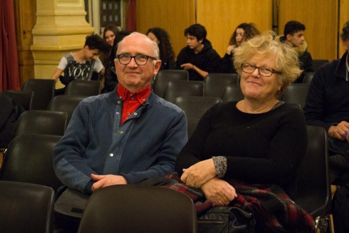 Nos amis Maguy et André Prodhomme. A l'arrière plan, les membres du Conseil Communal des Jeunes (CCJ) Isséens