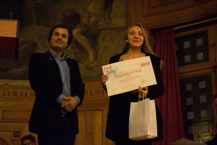 Linnaea Davis, 1er Prix, Collège de Montréal à Montréal (Canada) et Binod Khakurel Président de l'Association France-Népal