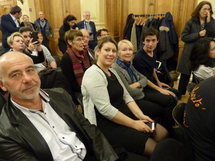les Rueillois Daniel et Mélanie Dumont, Hélène et Florian Kuan, juste derrière, Catherine Baroso, famille d'accueil
