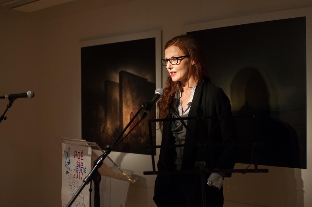 Sophie-Charlotte Husson dit des poèmes de lauréats 2016