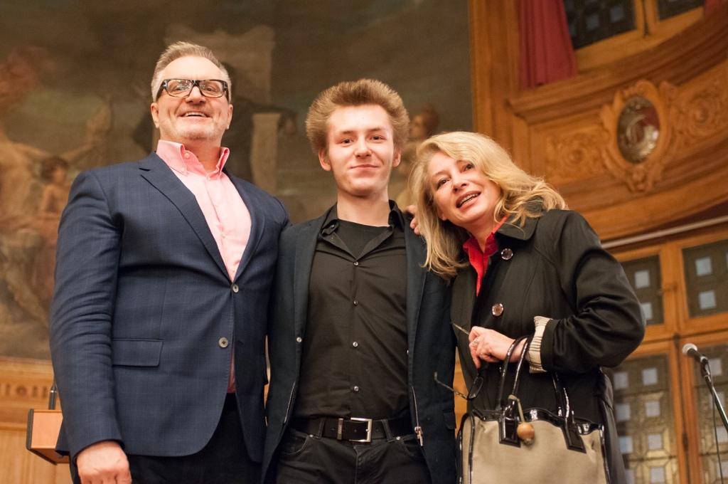 Alexandre Coste du Lycée français Alexande Dumas de Moscou avec ses parents