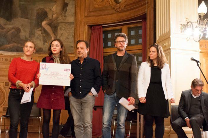 Prix du LabelFrancEducation remis par Yeelem Jappain, Lou Gala, Antoine Coesens, Frédéric Gorny, Mèche à Umut Mert Karacaoğlu, Lycée Sainte Pulchérie, Istanbul (Turquie)