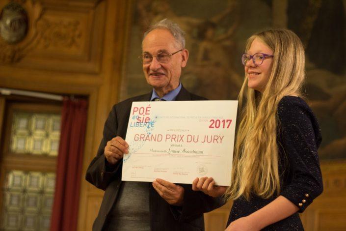 Le Professeur Pierre Brunel, Président d'honneur et Louise A., Grand prix du Jury