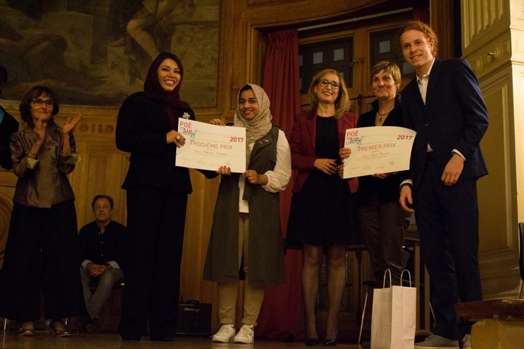 1er prix attribué à Olivier Jolicoeur, Cegep du Vieux Montréal à Montréal (Canada) par Manon Dumas, Directrice du Centre culturel canadien (à sa droite) en présence de Rose Séguignes, Secrétaire générale, Madame Duaa Al-Aamri, Rua Al-Maashari et Louisa Nadour
