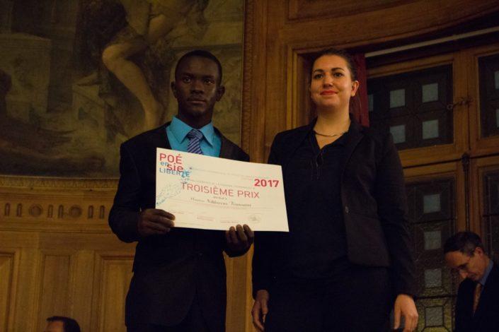 """Prix """"dis-moi dix mots"""" et 3ème prix, Niklovens Fransaint, IMFP à Gonaïves (Haïti) et Bérangère Ferry-Wilczek, chargée de communication au Ministère de la Culture"""