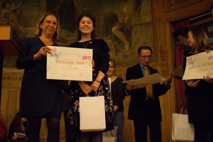 Florence Roudot, Directrice de secteur Banque Populaire Rives de Paris et Léa Furic, 3ème prix, Institution Notre-Dame de Pamiers (09)