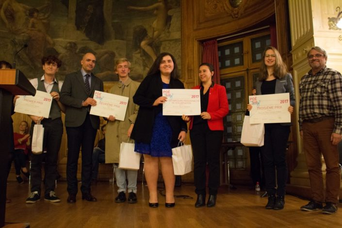 Kenza Kaabeche, Prix PPS remis par Fiona Laazar, Député du Val d'Oise ; à droite, Clara Gervaise-Volaire, 3ème prix, et Olivier Jacquet, Responsable technique de l'Université Paris-Sorbonne