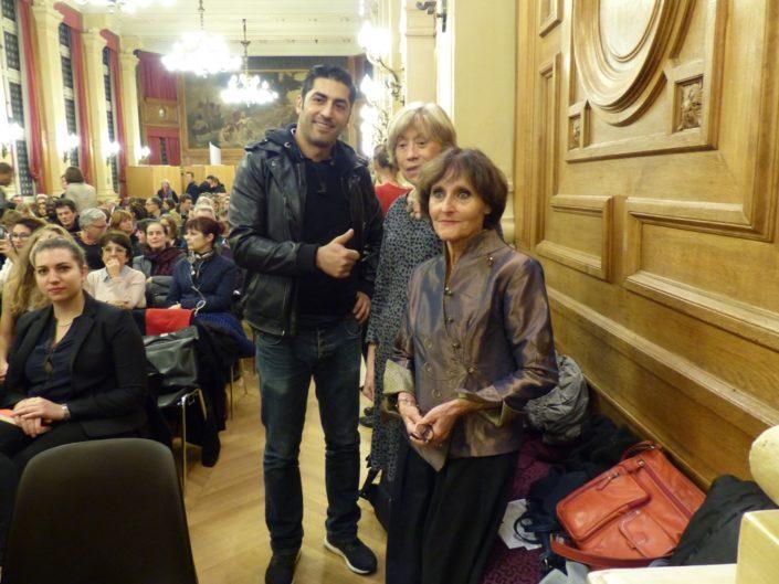Un supporter de Poésie en liberté aux côtés d'Elisabeth Jouhaud Secrétaire générale adjointe et Rose Séguignes, Secrétaire générale