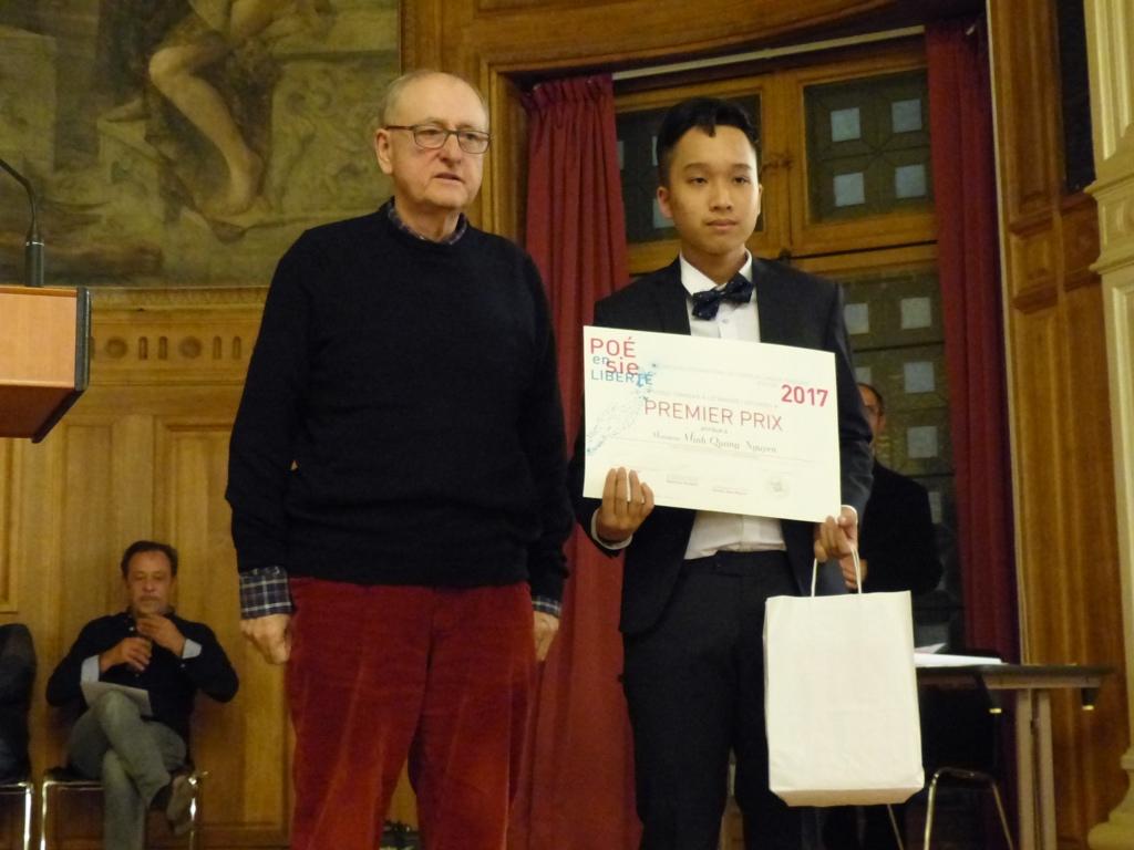 Yvan Dautin, auteur interprète et Minh Quang Nguyen, 1er prix, Lycée français Alexandre Yersin, Hanoï (Vietnam)