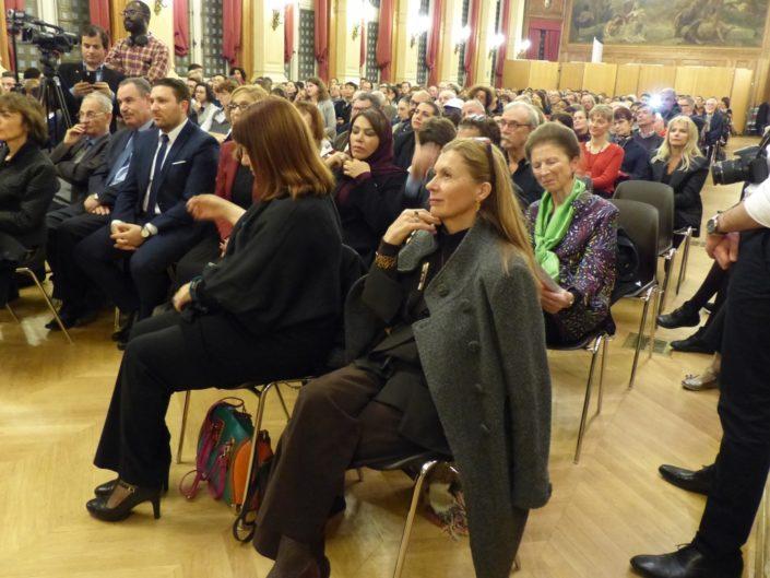 au premier plan, Patricia Hébert, Proviseure et Vice-Présidente de Poésie en liberté