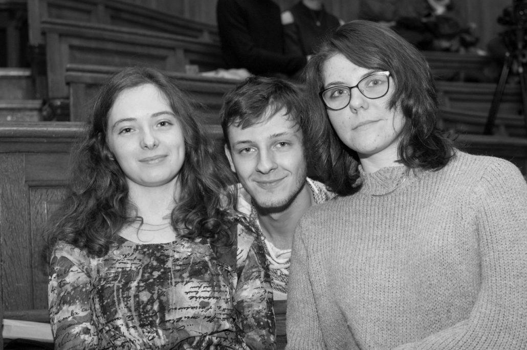 les jurés Cassandre Terrier (2014), Romuald Thonney (2017) et une amie