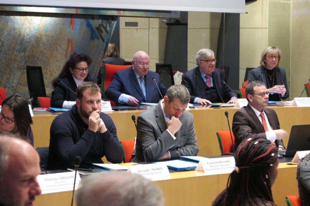 à l'arrière plan, Claire Guichard, Maire-Adjoint, André Santini, Jean-Marc Muller, Geneviève Avenard, Défendeure des enfants