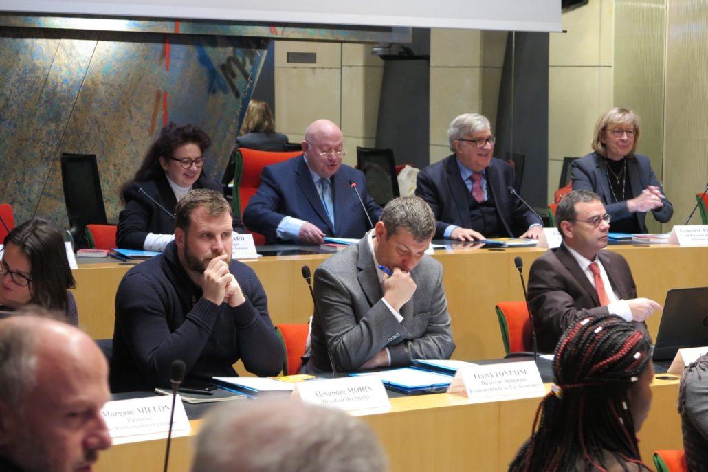 au centre, des acteurs de la Ville d'Issy Alexandre Morin, Franck Fontaine, et Bruno Jarry, Directeur de l'Espace Andrée Chedid
