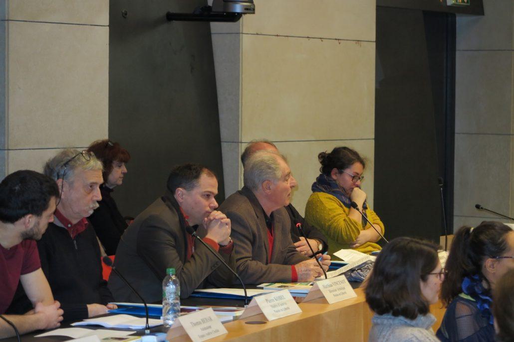 Prise de parole pour le poète Sylvestre Clancier, Président du Pen Club France. A sa droite, Matthias Vincenot, Pierre Kobel et Thomas Behar