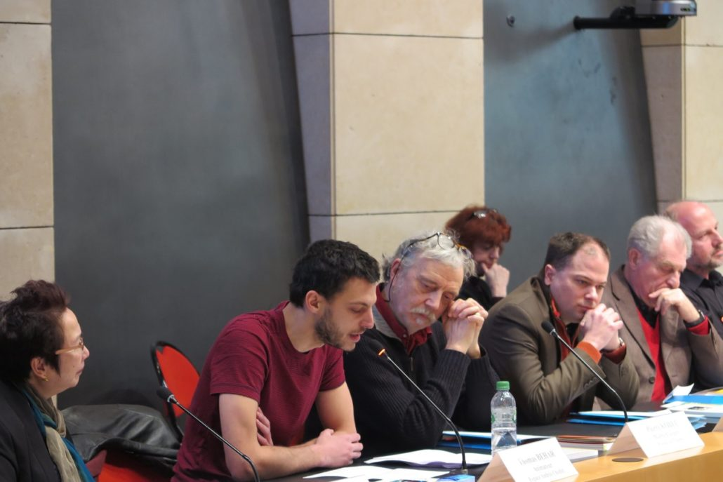 Thomas Béhar, animateur Espace Andrée Chedid, nous offre des poèmes sous le regard de Pierre Kobel (Editions Bruno Doucey) et Yen Kuan