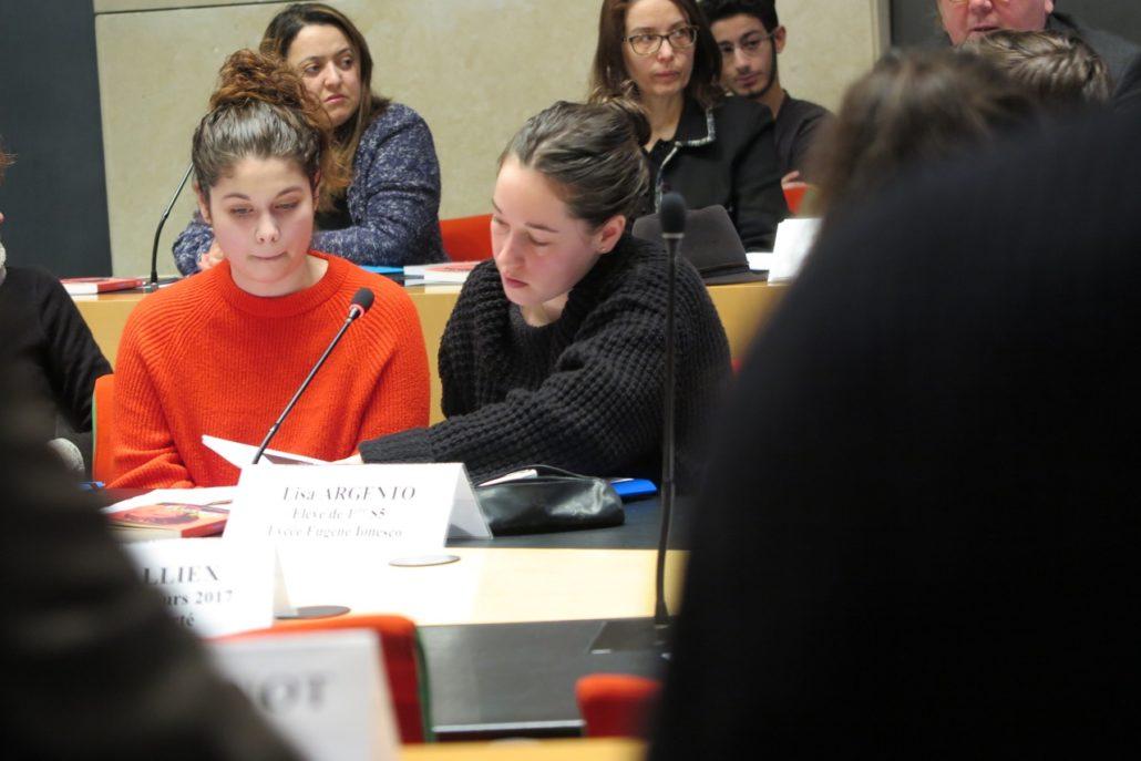 L'engagement des jeunes Isséens : Angela et Lisa du Lycée Eugène Ionesco