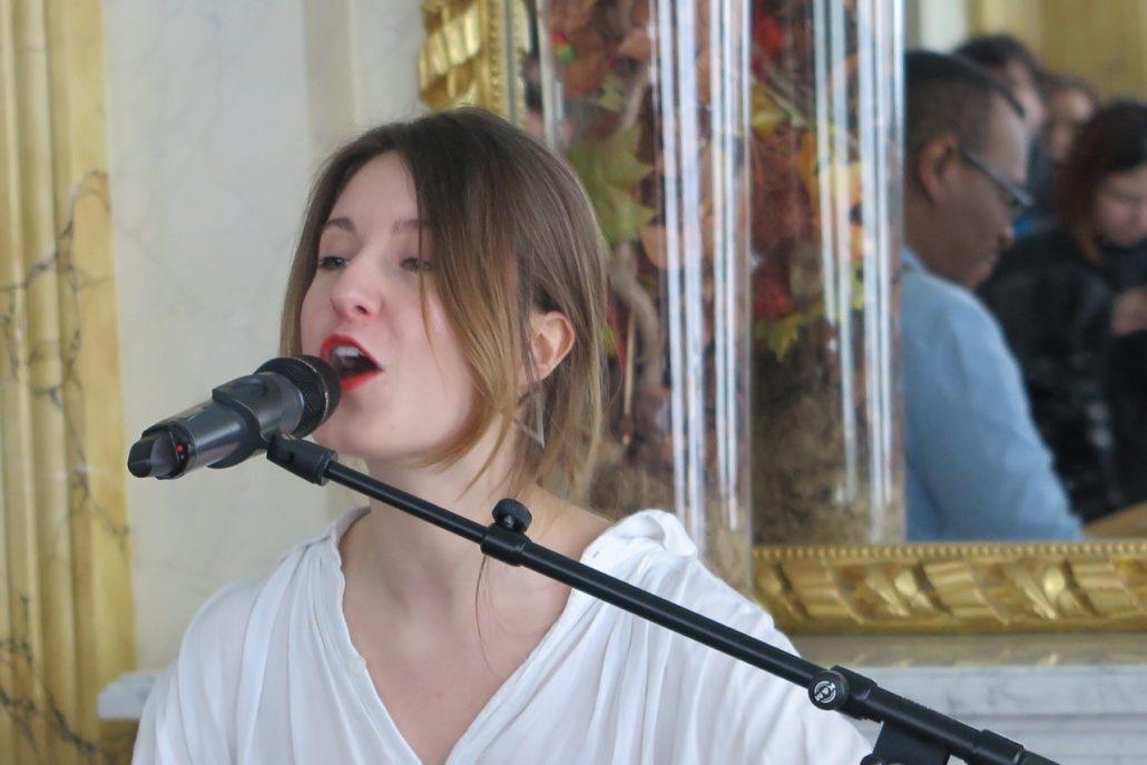 Joséphine Chloé du duo Dyas (chant et handpan)