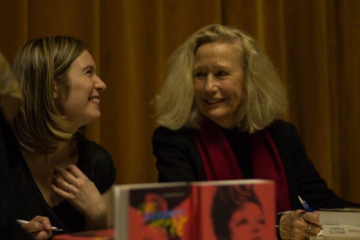 """séance de dédicace pour la sortie de l'EP de Laura Flane et le livre """"à la recherche de Victor HUGO"""" de Brigitte Fossey"""