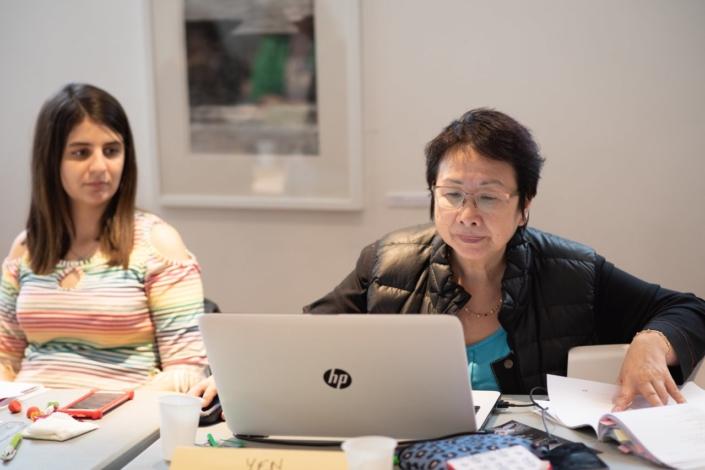 Yen Kuan, Attachée de Direction et Hasna