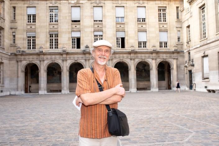 Pierre Kobel, des Editions Bruno Doucey assure le suivi éditorial de l'anthologie Poésie en liberté