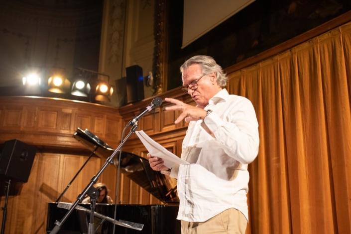 François-Eric Gendron. Au piano, Etienne Champollion