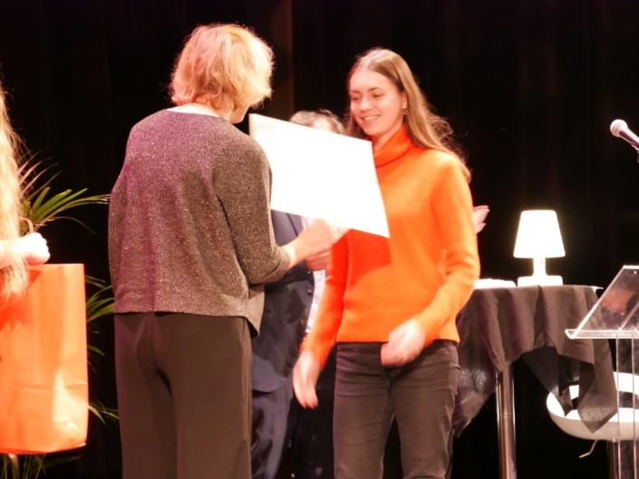 Geneviève Avenard, Défenseure des Droits de l'Enfant et Inès Doublier, du Lycée Alexandre-Dumas - Saint-Cloud (92), Prix International des Droits de l'Enfant