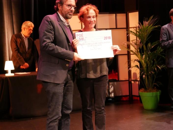 Frédéric Lefebvre, ancien Secrétaire d'état au commerce et Laurence Brault, Professeur représentant le Lycée Bon-Soleil, Gavà (Espagne), Prix de la Meilleure participation AEFE