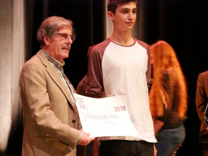 Bernard Menez, comédien et chanteur et Marc Tickle du Lycée français Bon-Soleil - Gavà (Espagne) 3ème prix des Secondes