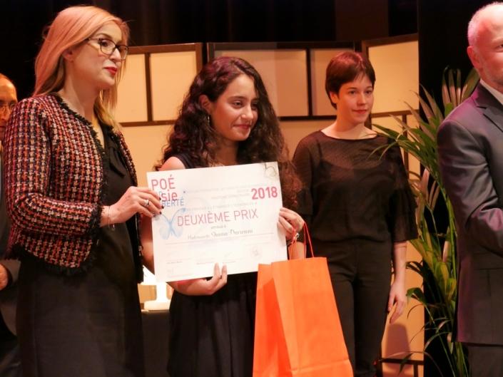 Louisa Nadour, poète, Ambassadrice de Poésie en liberté et Shama Darwaza, 2ème prix des Terminales, Lycée français d'Amman - (Jordanie).