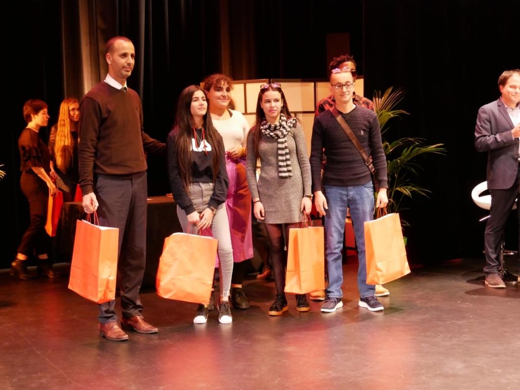 le chef de la Délégation algérienne : Yazid Bendjeddi, Maire-adjoint et chargé des affaires culturelles de la Ville de Tazmalt, Letissia et Melinda Redjal, le poète formateur Hamza Matout