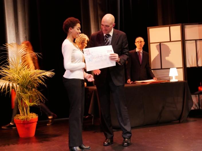 Jean-Baptiste Dussert, membre du Comité de lecture, Vice-Président, Poésie en liberté et Mara Dupas, Collège de Montréal - (Canada), 2ème prix des Lycées de l'Etranger