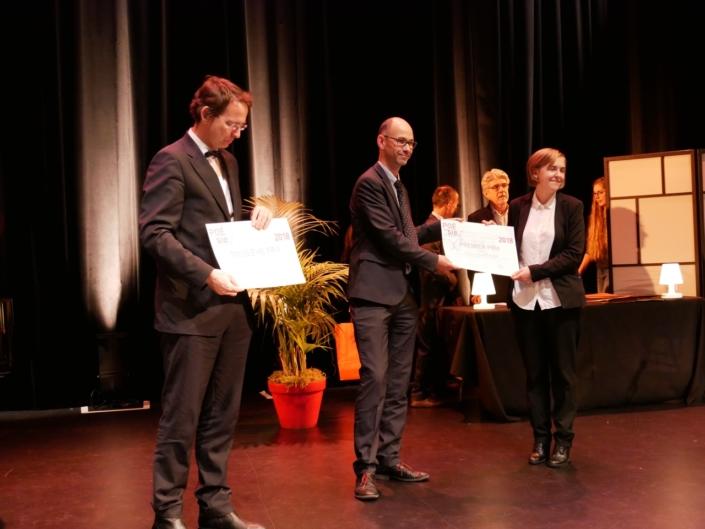 Son excellence Petr Drulak, Didier Loison, Vice-Président de Espéranto France et Ingrid Berglund, Mikael Elias Gymnasium, Sundsvall (Suède) 1er prix Espéranto
