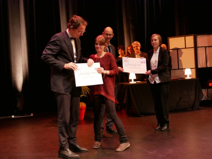 Son excellence Petr Drulak, Ambassadeur de la République tchèque et Eva Pechová, École des Arts Appliqués, Prague (République tchèque), 3ème prix Espéranto