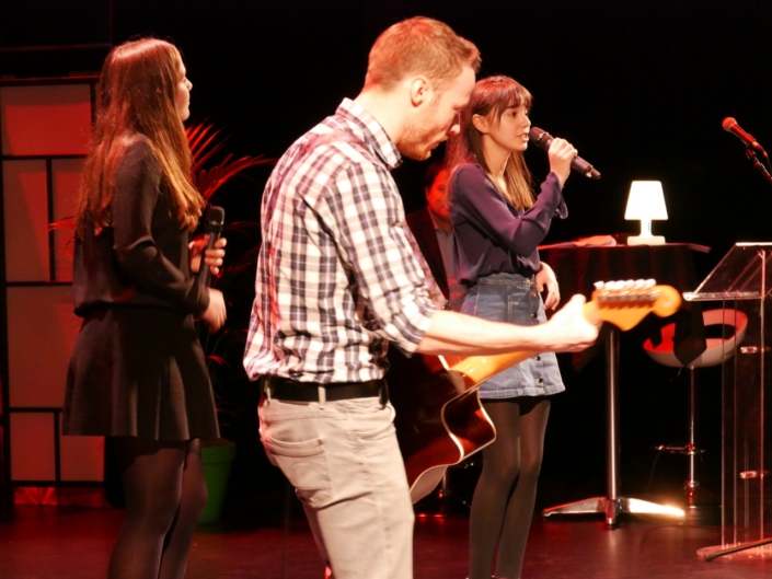 Chris Adamski (guitariste), Jenna Boulmedaïs, Tess Hofer