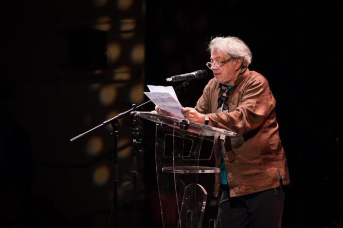 Hervé Vilard dans une séquence autour du Prix international des Droits de l'Enfant