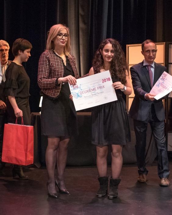 Louisa Nadour, poète, Ambassadrice de Poésie en liberté et Shama Darwaza, 2ème prix des Terminales Lycée français d'Amman - (Jordanie);