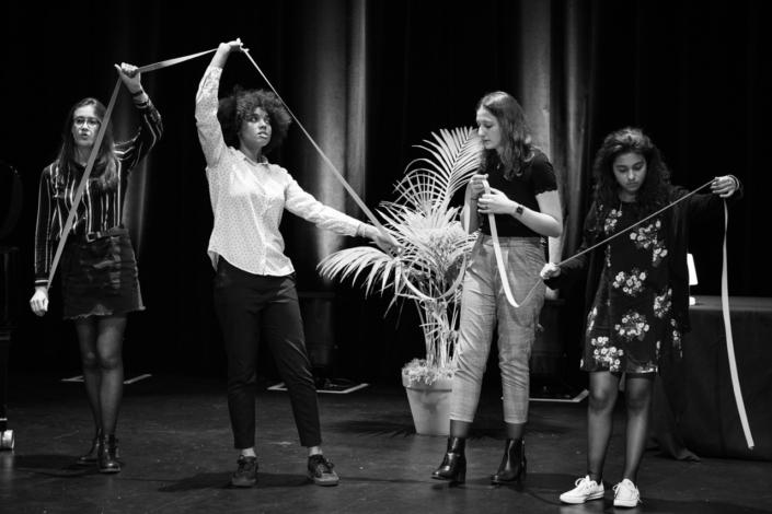 L'Atelier Janusz Korczak d'Issy-les-Moulineaux animé par Thomas Adam-Garnung : Chloé Benbekrite, Melinda Carniaux, Marion Demoniere, Alexandra Verron