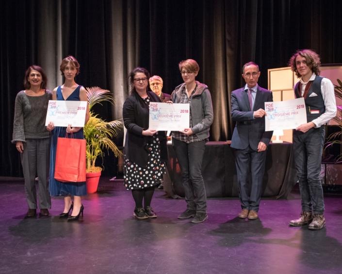 Prix des Premières : Dominique Pince-Salem et Claire Kozlow, Claire Guichard, Maire adjoint délégué à la jeunesse et à la famille de la Ville d'Issy et Louise Jouveshomme,2ème Prix, Gilles Tabard et Loris Schirar, 3ème Prix